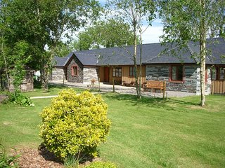 Callington 4BR Lakefront Cottage w/ Indoor Pool & Private Outdoor Hot Tub