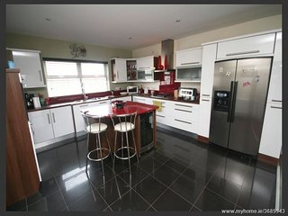 Spacious luxury home in picturesque Fahan, Donegal - seaside and country!