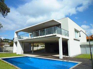 Casa com piscina privada e Internet, em Caminha