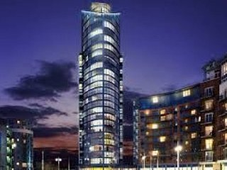 Luxury Apartment No 1 Gunwharf Quays with Balcony and Sea/City Views