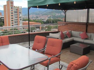 5 Bedroom Duplex Penthouse ENTIRE ROOF HOT TUB and tented area