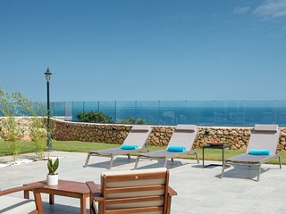 Great sea views from the pool!