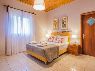 La Serenata, Three Bedroom House 150m from the beach Drosia, Zakynthos!
