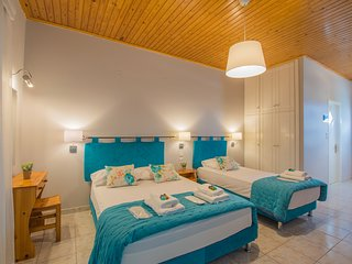 Pablo Studio for 2-3 guests next to the sea in Porto Giardino, Kypseli!