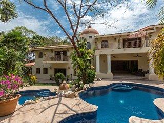 Gorgeous villa with stunning views, modern layout , elegant decoration!