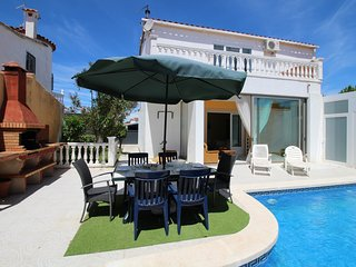 Apart-rent (0125) Casa confortable con piscina en Empuriabrava