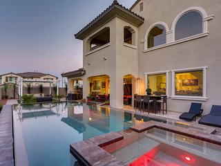 Huge Home with beautiful Infinity Pool and Spa!!