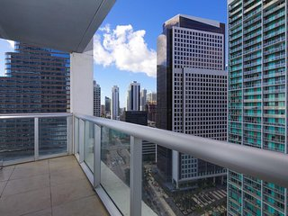 ★Available Labor Day Wknd★2nd floor ★Water Views★ Heart of Brickell ★
