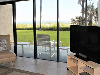 Direct Ocean front ground floor condo with privacy - Ocean House Condo #122