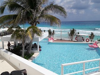 OLEO CANCUN PLAYA-YALMAKAN BEACH FRONT APARTMENT, JANUARY SALE