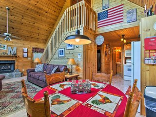 NEW! 'The Moonshine' Sevierville Cabin w/ Hot Tub!