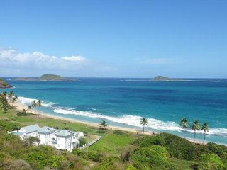 Moonfish Beach Houses - Pelican Villa - Fully detached, Waterfront, Pool!