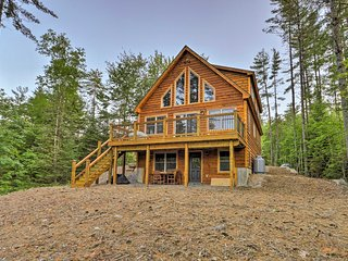 Dream Log Cabin in Bethel - 15 Min. to Ski Resort!