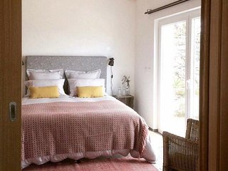 Sleepy Santiago Guest Studio, Castelo de Vide - romantic hill to setting