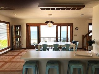 Dorey . Ocean Views Largest Beach House Directly on Beach! sleeps 11