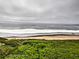 NEW! Oceanfront Lincoln City Condo- w/Pool & Sauna