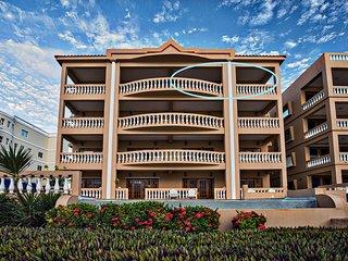 Top-floor 2 bedroom/2 bath condo with gorgeous water views! Hol Chan Reef Resort