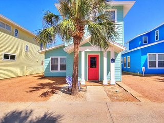 3 bedroom 3.5 bath home in Royal Palms! Just a short walk to the beach.