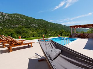 Zupa Villa Sleeps 6 with Pool and Air Con - 5635682