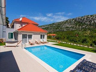 3 bedroom Villa in Župa, Splitsko-Dalmatinska Županija, Croatia : ref 5635682