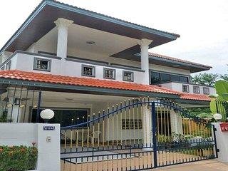 Villa Harmony 5 Bedroom Sleeps 15 Villa in Jomtien by HVT