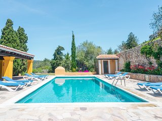 Finca in the hills between Santa Eulalia and Ibiza with private pool and BBQ