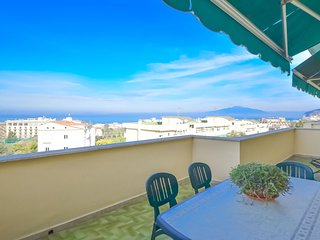 Sorrento Sunset Flat with Sea View, Private Terrace, Parking and Air Conditionin