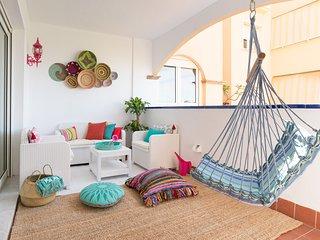 Exotico y bohemio apartamento frente al mar. Increible!!