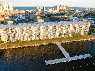 Bayfront 2 Br ★ Stunning View