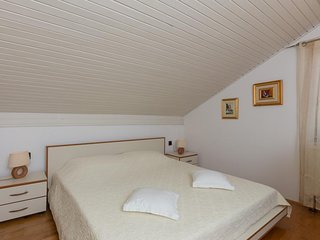 Beautiful Day Room - Double Room with Private External Bathroom