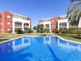 Apartamento con gran terraza, piscina, cerca de la playa, A/A