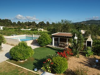 Villa between San Antonio and Ibiza town with pool and BBQ
