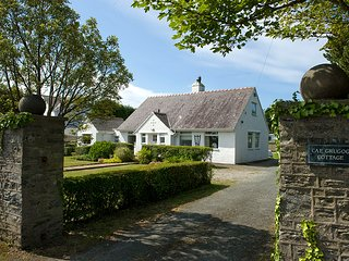 Cae Grugog Cottage Detached Holiday Home in lovely grounds with grnd flr bedroom
