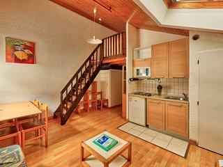 Apartment B422