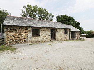 STREAM, detached, hot tub, near Lostwithiel, Ref 985449
