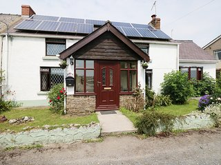 ROSE COTTAGE, semi-detached, enclosed garden, flexible zip/link beds, WiFi, Saun