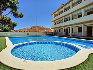 Family 1st floor apartment, communal pool, close to golf.