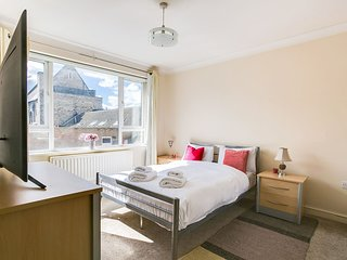 Bright 1 BR Home in West Kensington near Tube!