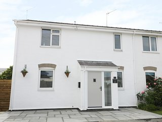 21 LLWYN GWALCH ESTATE, beach walking distance, open-plan, hot tub