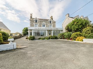 FAIRWAY COUNTRY HOTEL, all en-suite bedrooms, in Morfa Nefyn