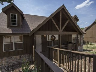 Whispering Pines - 2 Bed 2 Bath Lodge close to Branson and Silver Dollar City