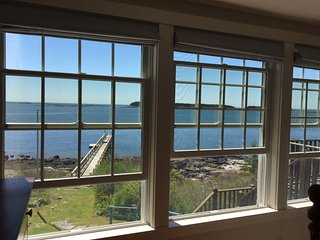 Absolutely beautiful waterfront Maine Cottage on bold oceanfront with private wh