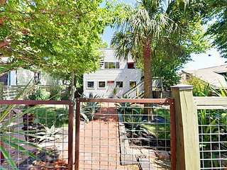 3BR/2.5BA Downtown Hilltop Home