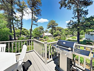 Picturesque Chatham Gem - Near Main Street, Ridgevale & Harding's Beach