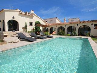 0006-ALBERES Casa con piscina