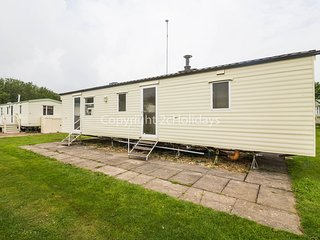 8 Berth Caravan. Southview Holiday Park, Skegness. The Cedars 33024