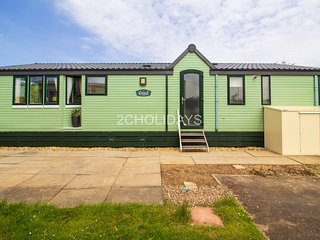 6 Berth stunning lake view lodge. At the Southview, in Skegness. REF 33002ML