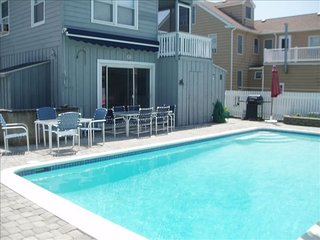 Large Family Gatherings-7brs, 3 Bas, 2 Kitchens, W/ Large Pool n outside shower