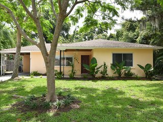 Family House 3bed/2bath with garden Sarasota Indian Bayshore