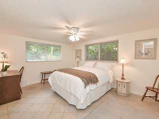 Native Sarasota 3bed/2bath with a garden close to the Bay